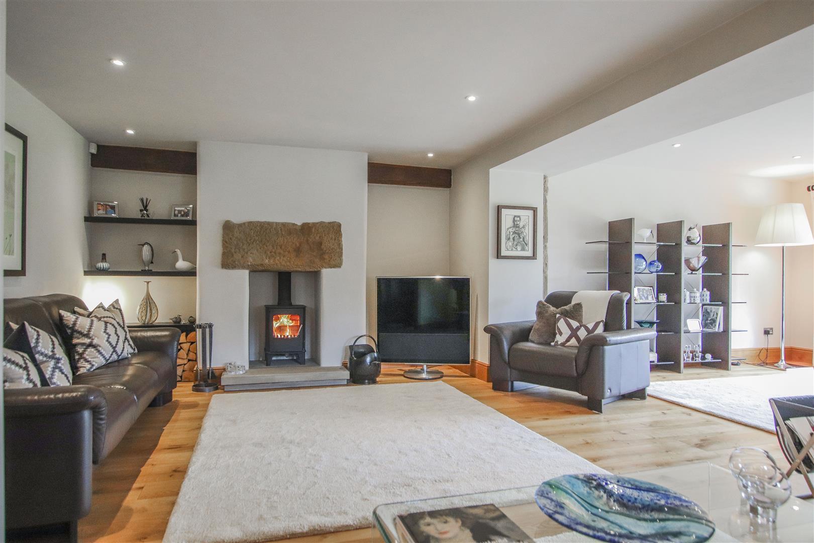 5 Bedroom Semi-detached House For Sale - 3.JPG